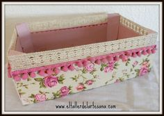 Caja de fresas decorada. El Taller de la Artes Ana Home Crafts, Diy Home Decor, Diy And Crafts, Wooden Crates, Wooden Boxes, Crate Crafts, Altered Boxes, Shabby Vintage, Shabby Chic Style