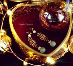 www.PigeonDynamite.etsy.com #pigeondynamite #onlyone #oneofakindjewelry #etsyjewelry #earrings #handmadejewelry #pearls #vintage #upcucledjewelry #gift #happyholidays #etsy #アクセサリー #クリスマス#クリスタル#クリスマ�