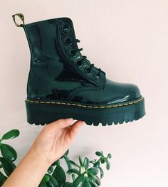 Dr martens molly The Molly boot, shared by imcharlotteweaver. Sock Shoes, Cute Shoes, Me Too Shoes, Shoe Boots, Doc Martens Outfit, Doc Martens Boots, Dr. Martens, Look Vintage, Crazy Shoes