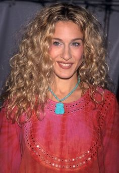 Blonde Hair Looks, Brown Blonde Hair, Blonde Honey, Long Curly Hair, Curly Girl, Sarah Jessica Parker Cheveux, Carrie Bradshaw Hair, Curled Hairstyles, Popular Hairstyles