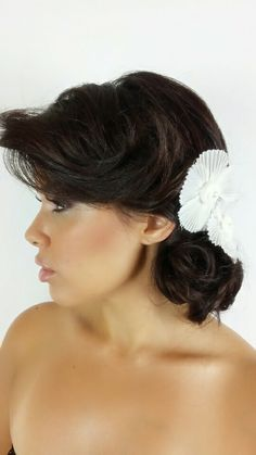 White Flower Large - Clip - Set of 2       Info@hairpiecelove.com