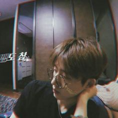 Even his blurry pic looks good what a king Kim Hanbin Ikon, Ikon Kpop, Grunge Style, K Pop, Bobby, Ringa Linga, Ikon Leader, Winner Ikon, Ikon Wallpaper