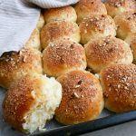Æbleboller med kanelsukker og hasselnødder Pizza Snacks, Honey Pie, Scandinavian Food, Food Crush, Bread Bun, Fall Baking, No Bake Cake, Food To Make, Brunch