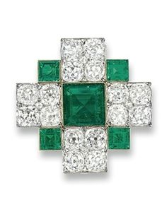 A FINE ANTIQUE EMERALD AND DIAMOND BROOCH.circa 1900, French assay marks for gold.