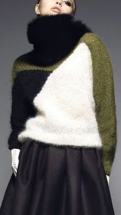 Knitting Patterns Coat cozy black whote and olive green color block sweater Knitwear Fashion, Knit Fashion, Modest Fashion, Fashion Outfits, Fashion Tips, Knitting Designs, Knitting Patterns, Knitting Tutorials, Mohair Sweater