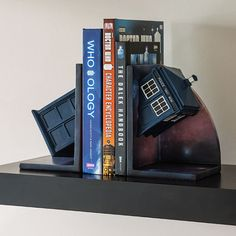 Doctor Who Bookends Adds The TARDIS To Your Bookshelf | Geek Decor Doctor Who