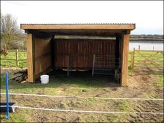 sheep shelter - build this up against the rabbit/chicken shed for a couple of Shetland sheep and hay storage Sheep Shelter, Goat Shelter, Horse Shelter, Mini Cows, Mini Farm, Field Shelters, Loafing Shed, Small Farm, Small Goat