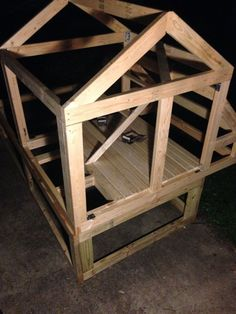 Top Things To Know About Urban Chicken Farming – Chicken In The Shadows Chicken Coop On Wheels, Cheap Chicken Coops, Chicken Coop Pallets, Small Chicken Coops, Chicken Barn, Chicken Life, Chicken Coop Designs, Backyard Chicken Coops, Chicken Coop Plans