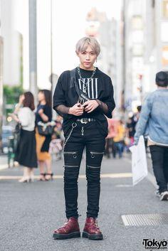 TAMPIL MENARIK DENGAN PADUAN SERBA HITAM HARAJUKU FASHION Berita Fashion Jepang – Pada kali ini seorang pemuda Jepang bernama Motoshige Kanai berusia 19 tahun yang terlihat di jalanan Harajuku menampilkan sebuah fashion Harajuku yang memiliki warna serba hitam. Dirinya mengaku bekerja pada sebuah industri pakaian. Dengan rambutnya yang pirang Kanai menggunakan pakaian kaus warna hitam dengan tambahan lengan jaring dari Morph8ne, lalu pada bagian bawahnya menggunakan celana panjang ketat…