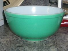 Vintage Early Pyrex 2 1/2 quart GREEN Mixing by thetrendykitchen, $20.00