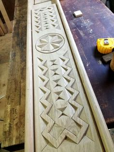 Wood Carving Designs, Wood Carving Patterns, Chip Carving, Cnc Projects, Kitchen Doors, Woodcarving, Wood Design, Wood Art, Workshop