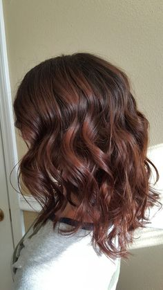 Shoulder length haircut & style // slightly inverted | long bob | lob | hair | cut | style | layers | medium | curls | waves | curling iron | brunette | haircolor | highlights | color