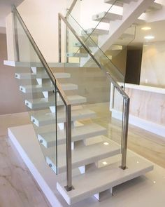Elegant Glass Stairs Design Ideas For You Este ano - Home Decor - Escadas Glass Stairs Design, Staircase Design Modern, Modern Stair Railing, Home Stairs Design, Stair Railing Design, Staircase Railings, Glass Railing, Modern Stairs, Wood Stairs