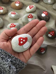 Stone Crafts, Rock Crafts, Arts And Crafts, Diy And Crafts, Pebble Painting, Pebble Art, Stone Painting, Mushroom Paint, Mushroom Crafts