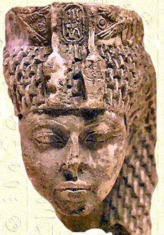 Partie d'une statuette de la  Reine Tiyi en stéatite - Taille 7.2 cm - Musée Égyptien du Caire