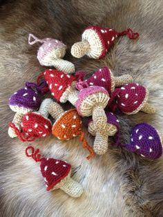 Crochet Christmas Ornaments, Christmas Wreaths, Christmas Crafts, Xmas, Diy Crochet Amigurumi, Crochet Hooks, Knitting Patterns, Crochet Patterns, Diy Pumpkin