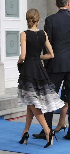 King Felipe, Queen Letizia and Queen Sofia attended the Princess of Asturias awards ceremony at the Campoamor Theatre on October Oviedo, Spain. Best Prom Dresses, Short Dresses, Formal Dresses, Mode Inspiration, Fashion Inspiration, Fashion Ideas, White Fashion, Spring Fashion, Classy Fashion