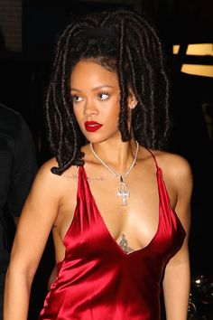 You'll Want Faux Locs After Seeing These Pictures of Rihanna Moda Rihanna, Rihanna Riri, Rihanna Style, Rihanna Faux Locs, Rihanna Thick, Kim Kardashian, Looks Rihanna, Rihanna Outfits, Jenifer Lawrence