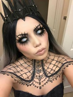 Love this dark queen makeup!! More