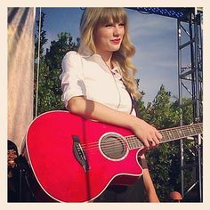 Taylor Swift & RED guitar again :)