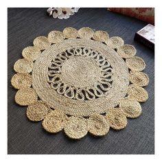 Alfombra redonda de estilo étnico con trenzado de yute 100% trenzada en espiral en color natural. De fabricación India, decoración étnica para el suelo.