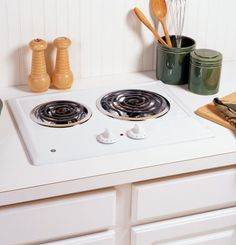 GE JP202DWW 21 White Electric Coil Cooktop Compact Cooktop. Smaller cooktop is ideal for 21 cooktop installations.. One 8 and One 6 Plug-In Calrod Heating Element. Provides consistent and even heat on the cooktop with a plug-in element that is removable for easy cleaning.. Chrome Removable One-Piece Drip Bowls.  #General_Electric #Major_Appliances