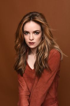 HD photos of American actress Danielle Panabaker from recent issue of Status Magazine. Her popularity is rising lately with her role as Dr Caitlin Snow in The Flash, a superhero television series. Danielle Panabaker The Flash, Hollywood Actresses, Actors & Actresses, Kay Panabaker, Danielle Victoria, Beautiful People, Beautiful Women, Univers Dc, Killer Frost