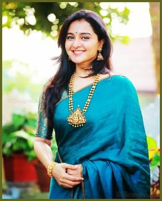 Discover thousands of images about Manju Warrier Beautiful Photos & Mobile Wallpapers HD (Android/iPhone) - Silk Saree Blouse Designs, Saree Blouse Patterns, Indian Beauty Saree, Indian Sarees, Saree Jewellery, Saree Models, Sari Dress, Simple Sarees, Necklaces
