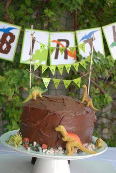 Adorable cake dinosaurs