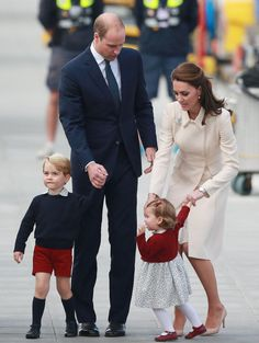 Prince William, Duke of Cambridge, Prince George of Cambridge, Catherine, Duchess of Cambridge and Princess Charlotte leave from Victoria Harbour to board a sea-plane on the final day of their Royal Tour of Canada on October 1, 2016 in Victoria, Canada.