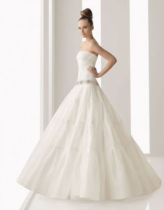 Ball gown strapless chapel train gorgeous organza dress with dropped waist