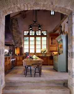 Love this kitchen - cozy and warm