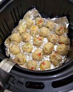 how do use an air fryer Cooks Air Fryer, Great Recipes, Healthy Recipes, Air Fryer Recipes, Clean Eating Snacks, My Favorite Food, Food And Drink, Yummy Food, Dinner