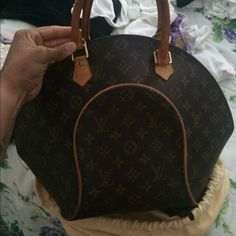 Louis Vuitton  vintage bag... LV Ellipse MM vintage bag in great condition for sale! Has original dust rag and Will provide code to serious buyers. Payments can be accepted through ️️ only for full price.  Louis Vuitton Bags Totes