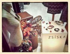 Buona giornata finalmente sono arrivati i bjiu/gioiello di ZSISKA collane, bracciali, anelli e orecchini, tantissimi e bellissimi. — presso Neo.chiC.