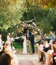 28 Amazing Woodland Wedding Arches | HappyWedd.com
