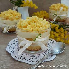 il dessert mimosa al cucchiaio non è altro che una rivisitazione della classica torta mimosa, monoporzione, pratico e molto elegante da servire. Mini Desserts, Delicious Desserts, Dessert Recipes, Torta Chiffon, Mousse, Biscuit Cake, Food Fantasy, Cake & Co, Food Obsession
