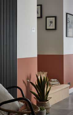 Faux Painting Walls, Hall Painting, Flur Design, Wall Design, House Design, Narrow Hallway Decorating, Black House Exterior, Entry Way Design, Hallway Designs
