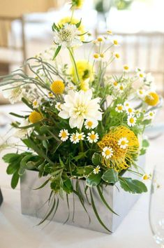Flowers yellow wedding texture 38 ideas for 2019 wedding flowers Yellow Flower Arrangements, Yellow Centerpieces, Wedding Centerpieces, Wedding Decorations, Wedding Ideas, Wedding Inspiration, Yellow Wedding Flowers, Green Flowers, Silk Flowers