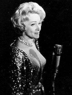 Marlene Dietrich in concert Las Vegas Golden Age Of Hollywood, Vintage Hollywood, Hollywood Glamour, Hollywood Actresses, Classic Hollywood, Actors & Actresses, Marlene Dietrich, Marylin Monroe, Rita Hayworth