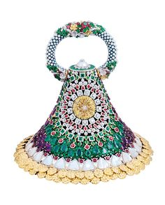 Gemfields Bina Goenka evening bag with 112ct of Zambian emeralds, 112ct of Mozambican rubies and 57ct of Zambian amethysts as well as pearls and tourmalines, all set in yellow gold.