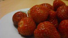 Erdbeeren auf dem Teller.