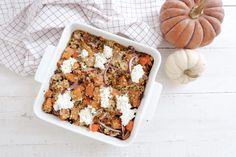 Pour 2 personnes 2 patates douces 2 belles carottes 300 g de quinoa cuit 1 oignon rouge 20 cl de crème fraîche Ricotta Sel, poivre 1 CàS de persil frais Origan Huile d'olive Préchauffez le four à 180°C. Emincez l'oignon, épluchez les patates douces, les carottes et coupez-les cubes. Faites revenir le tout dans uneContinue Reading Ricotta, Pots, One Pot, Cheese, Reading, Kitchen, Onion, Food Porn, Bon Appetit