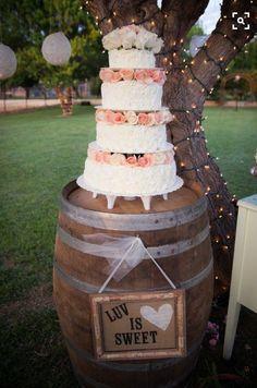 Barrel cake holder