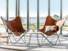 Cuero Design have spent 30 years recrafting the iconic Butterfly Chair design to develop a luxurious modern lounge chair that is a true masterpiece. Patio Chairs, Outdoor Chairs, Arm Chairs, Adirondack Chairs, Folding Lounge Chair, Swivel Chair, Leather Butterfly Chair, Stylish Chairs, Leather Lounge