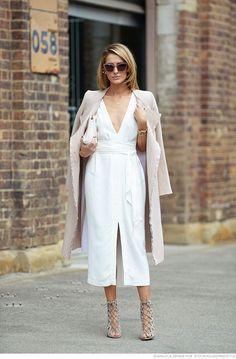 A elegância dos looks monocromáticos é ideal para a época de baixas temperaturas. #jorgebischoff #streetstyle #monochromatic #look #outfit
