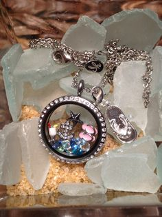 when you look at this locket does it make you long for the hot lazy days of summer?? To place your order please visit www.southhilldesigns.com/holdthevision  To view more great locket ideas, contest, and more visit and LIKE my Facebook page www.facebook.com/designedbyyoulockets
