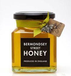 Bermondsey Street Honey ( England ). Love the little bees. Simple yet so appealing. Honey Packaging, Jar Packaging, Chocolate Packaging, Honey Jar Labels, Honey Label, Jar Design, Bottle Design, Honey Bottles, Honey Logo