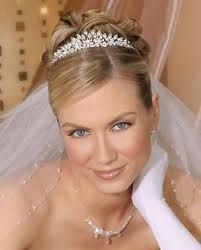 The classic tiara and veil look. Communion Hairstyles, Wedding Hairstyles With Veil, Bride Hairstyles, Wedding Day Makeup, Bride Makeup, Bridal Boxes, Floral Headpiece, Wedding Veils, Headpiece Wedding