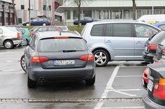 Parkplatz-Unfälle – Schuldig auch im Stehen.  Oft werden bei einem Parkplatz-Unfall alle Beteiligten bestraft.
